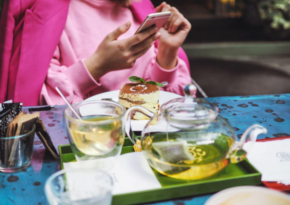 Phone at table, no conversation
